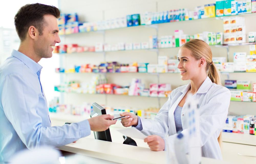 O que faz um atendente de farmácia